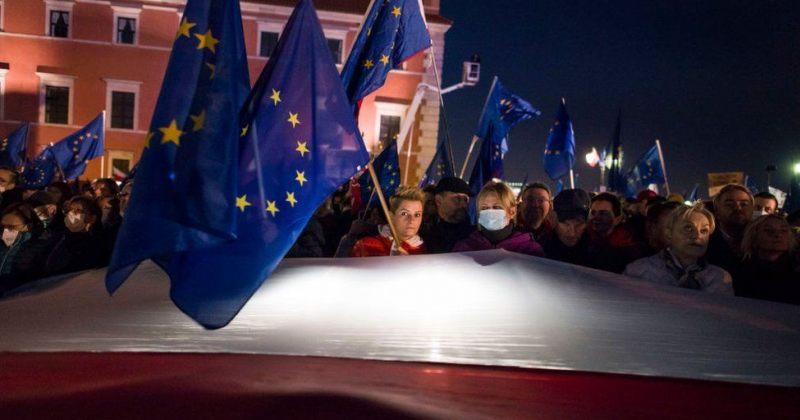 პოლონეთში 100 000-ზე მეტმა ადამიანმა EU-ს წევრობის მხარდამჭერ აქციებში მიიღო მონაწილეობა