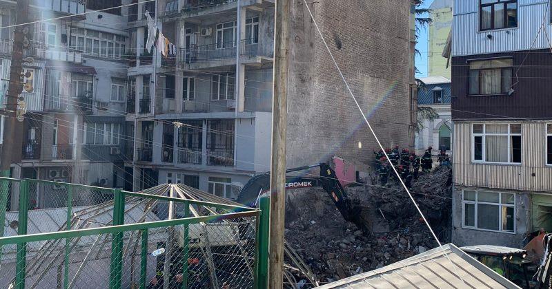 ბათუმში ჩამონგრეული შენობის მომიჯნავე კორპუსიდან 50-მდე ოჯახი გაიყვანეს