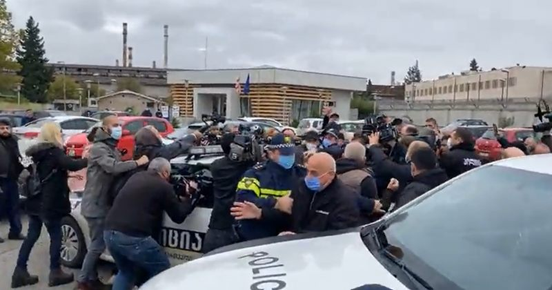 რუსთავის ციხესთან აქტივისტები პოლიციას დაუპირისპირდნენ – არიან დაკავებულები